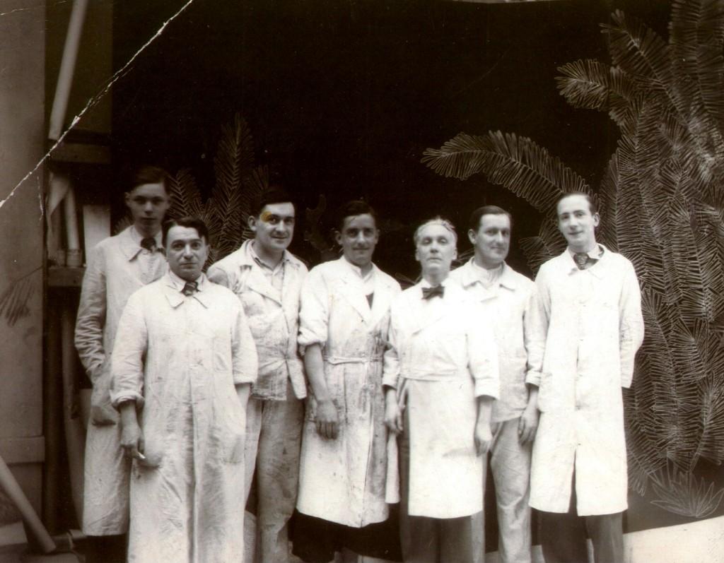 Equipe de compagnons laqueurs de l'Atelier de la première générations